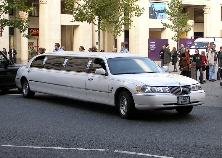 How To Choose Limo Services Stretch Limousine Hire In Gold Coast